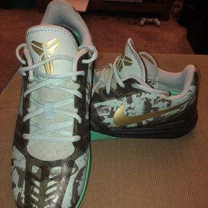 🔥🔥🔥 Men's NIKE Kobe Mentality Basketball Shoes
